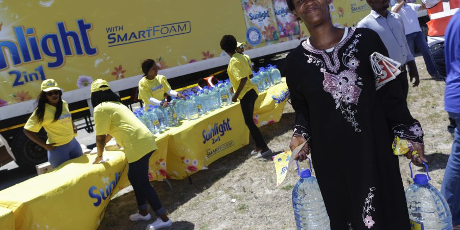 Sunlight Washing Powder comes to the rescue in Delft